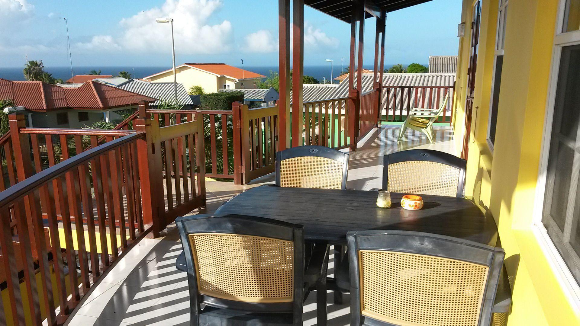 Uitzicht vanaf Amber Apartments op Curaçao.
