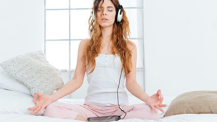 yoga meditatie in de slaapkamer