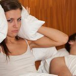 Wat te doen als je als vrouw ten einde raad bent met je snurkende man of vriend?