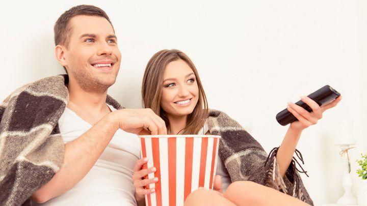 vrouwen zijn 's avonds eerder moe dan mannen en vallen sneller in slaap tijdens de film