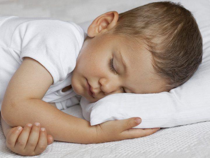 Op zoek naar het beste kinderkussen? Welke afmetingen, materialen en vormen passen perfect bij jouw kind? Wij helpen je kiezen!