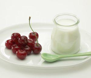 Yoghurt en kersen hebben beiden een goede invloed op je slaap