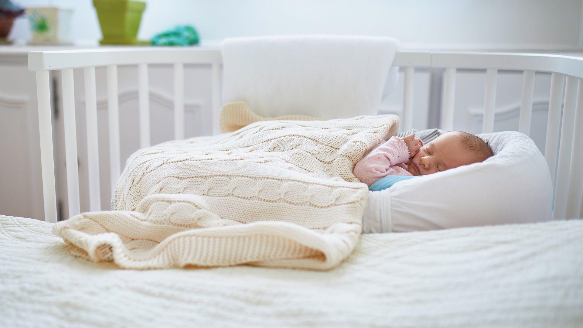 Samen slapen kan ook heel goed (én veilig) met je kleintje in een co-sleeper!