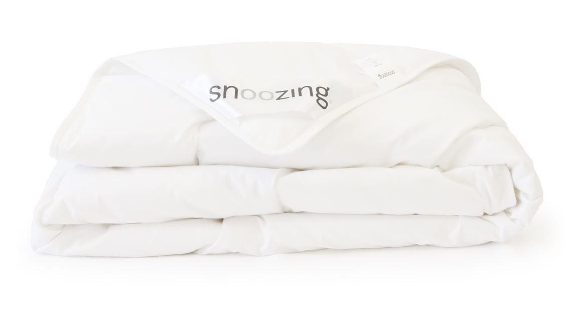 Middagdip voorkomen: slaap onder het Snoozing Kreta katoenen zomerdekbed