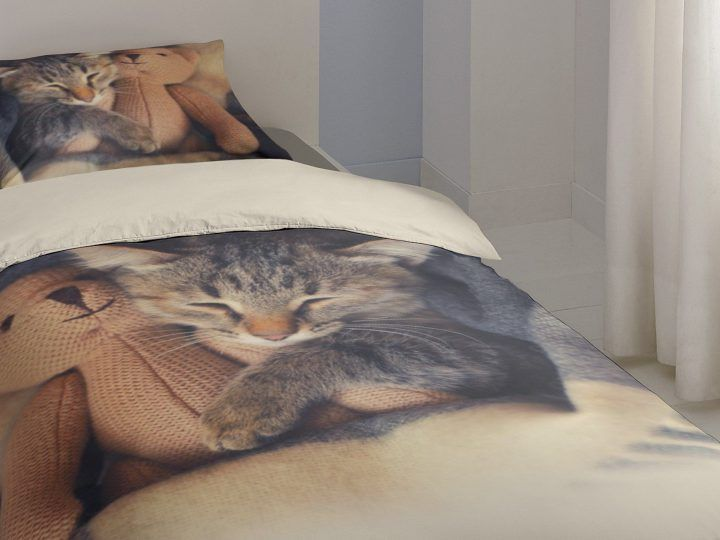 Verwen je kat op World Cat Day en slaap onder het leukste poezen beddengoed van Smulderstextiel!